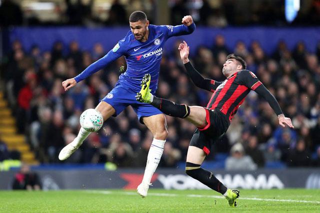 """Chạm trán Bournemouth là cơ hội để những """"người thừa"""" của Chelsea như tiền vệ Loftus-Cheek (trái) chứng tỏ bản thân"""